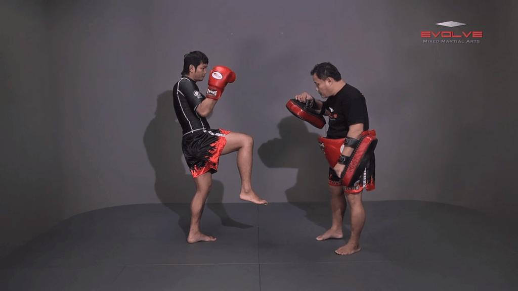 Attachai Fairtex: Jump Switch Knee