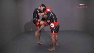 Clinch Pull Knee Right