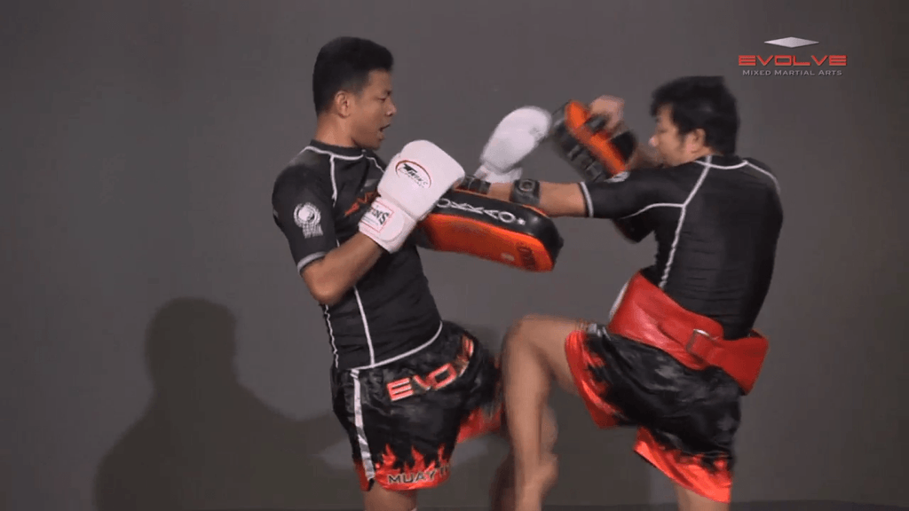 Lamnammoon Sor Sumalee: Left Knee, Fake, Cross, Left Kick