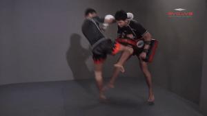 Lamnammoon Sor Sumalee: Push Kick To Jump Knee