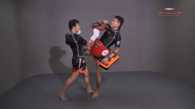 Muangfalek Kiatvichian: Uppercut to counter Knee Strikes