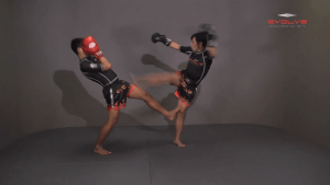 Namsaknoi Yudthagarngamtorn: Clinch, Knee To Body, Fake, Knee To Face