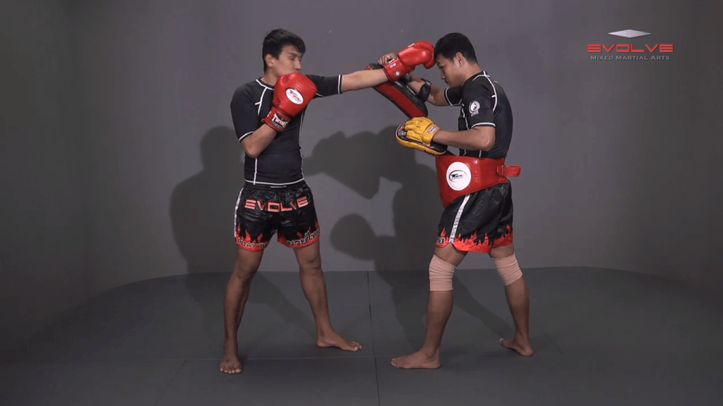 Namsaknoi Yudthagarngamtorn: Elbows To Counter Knees Inside The Clinch