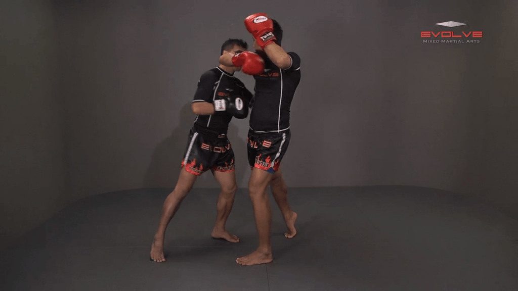 Namsaknoi Yudthagarngamtorn: Lean Back And High Kick