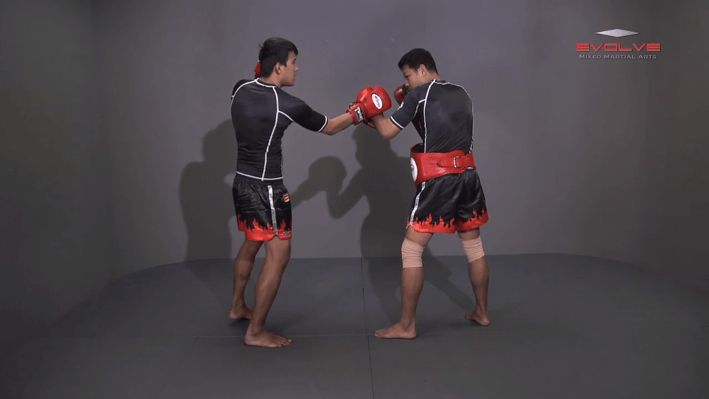 Namsaknoi Yudthagarngamtorn: Left Block, Catch, Right Knee, Throw, Right Kick
