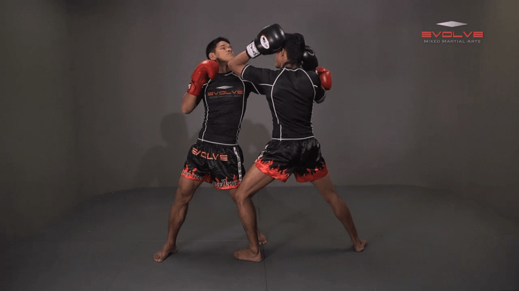 Orono Wor Petchpun: Block Punches To Up Elbow