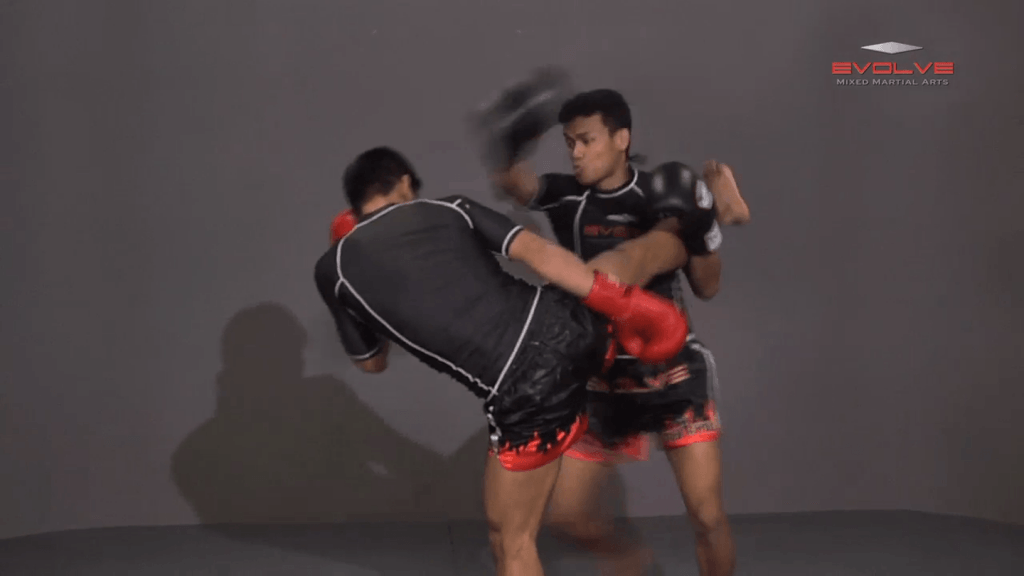 Orono Wor Petchpun: Catch High Kick To Takedown