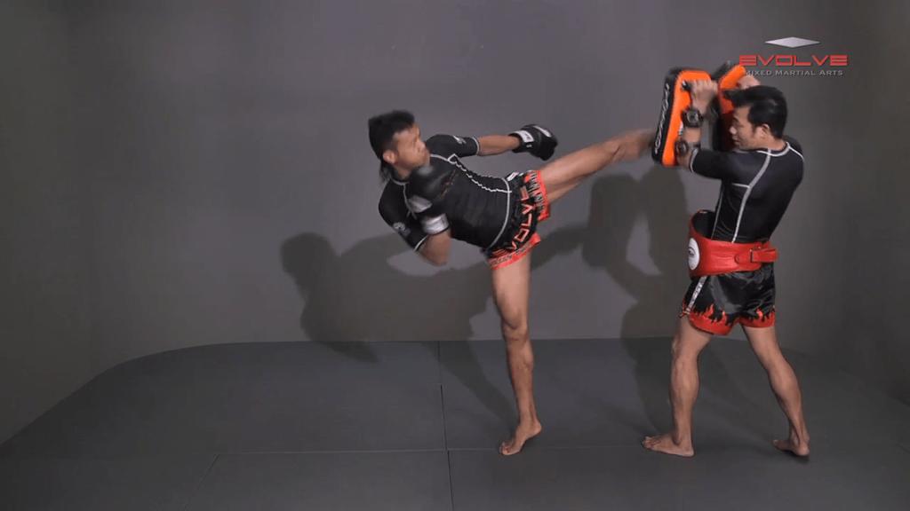 Orono Wor Petchpun: Left Kick, Fake Kick To High Kick