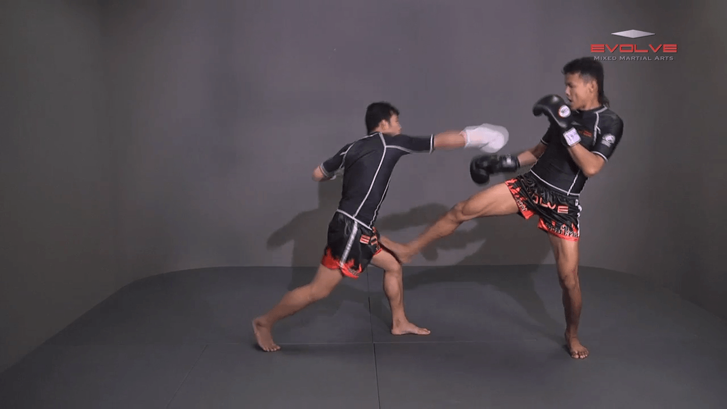 Orono Wor Petchpun: Push Kick To Opponent's Thigh