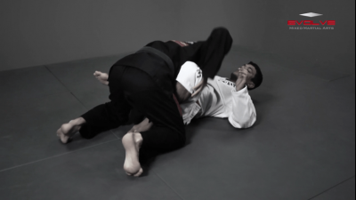 Passing The De La Riva Guard – Lapel Control