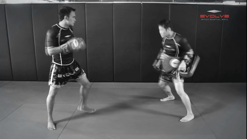 Saenghirun Lookbanyai: Catch, Low Kick, Right Bodyshot, Catch & Throw, Right High Kick