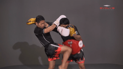 Saknarong Sityodtong: Block Clinch, Knee x3