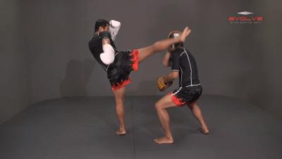 Saknarong Sityodtong: Lean Back, Left Hook, Right High Kick