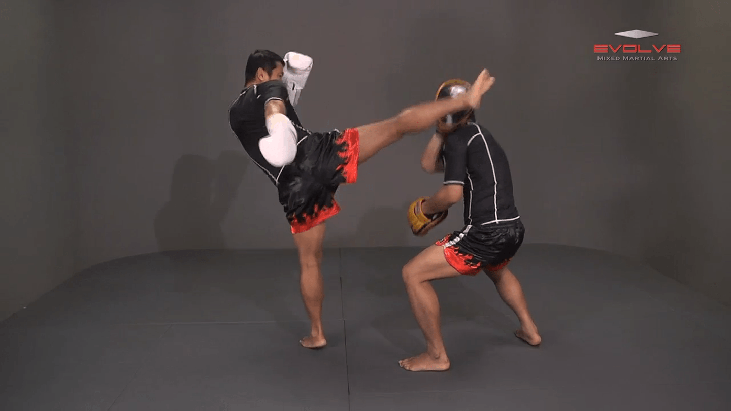 Saknarong Sityodtong: Lean Back, Left Hook, Right High Kick