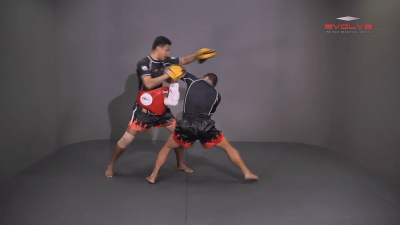 Saknarong Sityodtong: Reverse Up Elbow to Counter Punches