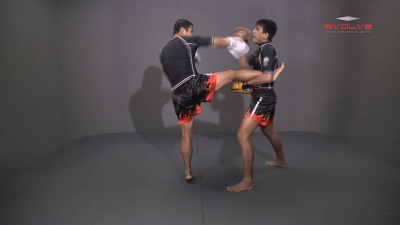 Saknarong Sityodtong: Right Kick, Right Punch, Left Kick, Left Punch