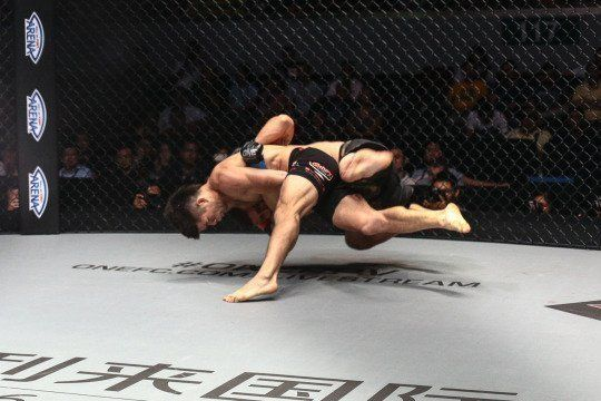 Here's How You Set Up A Takedown For MMA