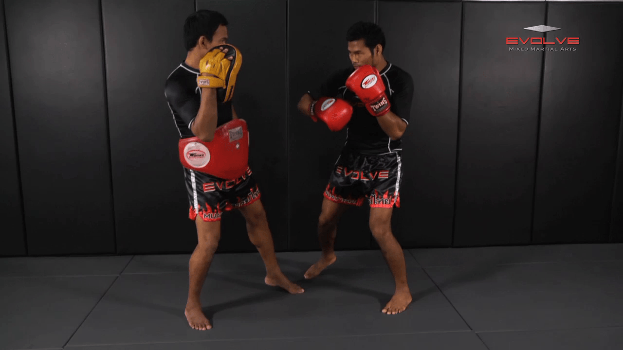 Clinch Boxing – Flurry To Body, Side Step