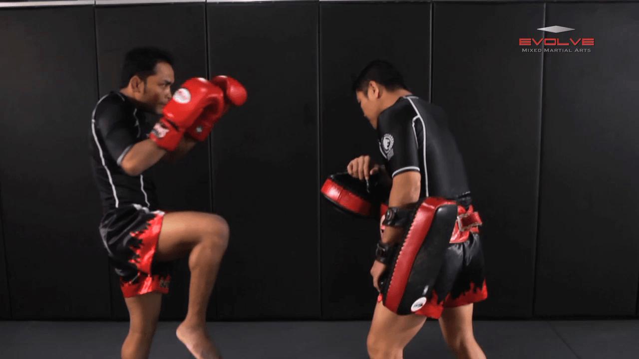 Dejdamrong Sor Amnuaysirichok: Fake Right Knee, Left Knee, Right Elbow