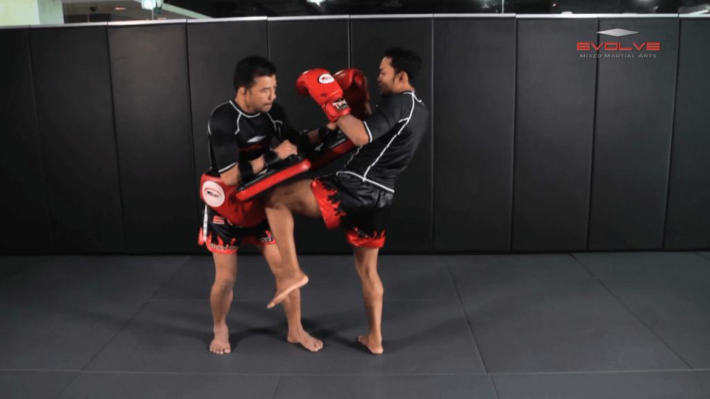 Dejdamrong Sor Amnuaysirichok: Fake Knee, Step Forward, Left Knee, Left Elbow
