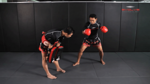 Dejdamrong Sor Amnuaysirichok: Fake & Turn, Left Low Kick, Left High Kick, Right Cross