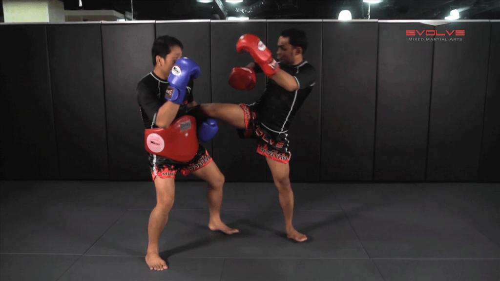 Dejdamrong Sor Amnuaysirichok: Opponent Catches Kick, Elbow, Turn & Knee