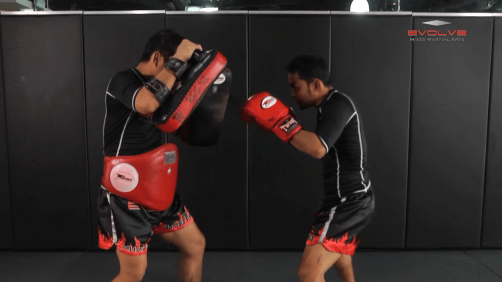 Dejdamrong Sor Amnuaysirichok: Right Side Step, Right Uppercut, Left Hook, Right Low Kick