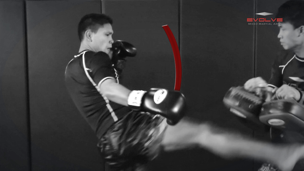 Chalee Sor Chaitamin: Right Kick, Fake Kick, Left Up Elbow