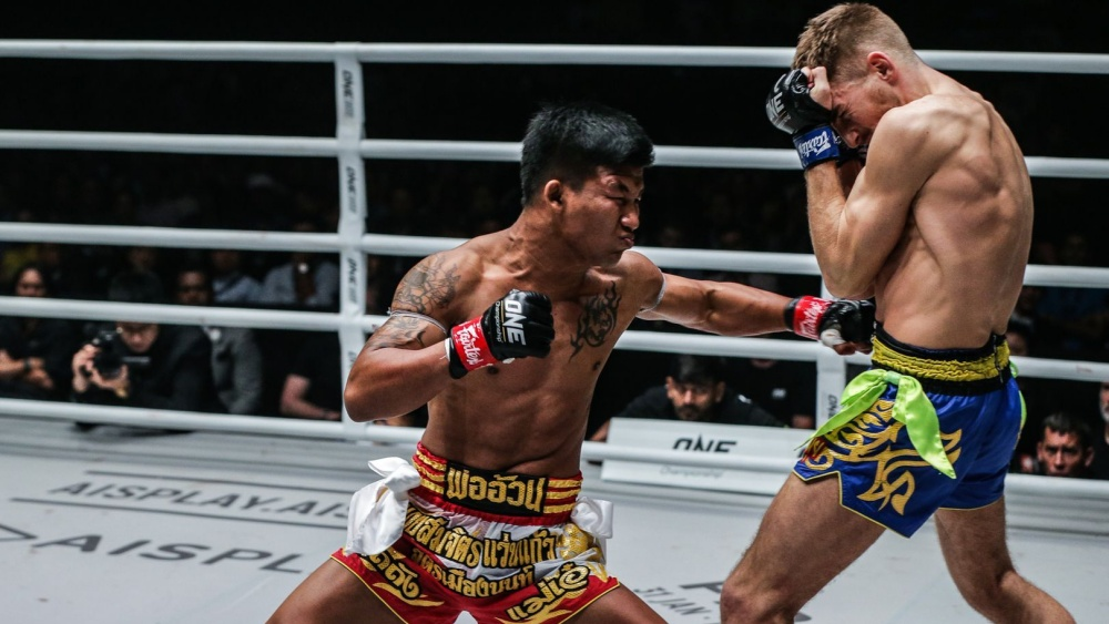 How To Close The Distance Against A Taller Opponent In Muay Thai