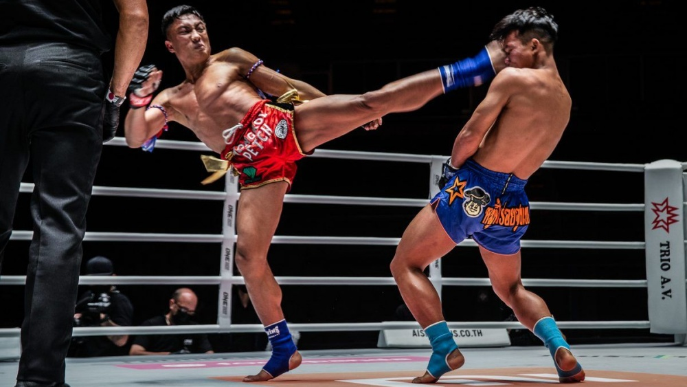 muay thai head kick