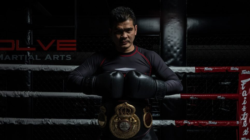 WBA Boxing World Champion Drian Francisco Demonstrates How To Throw A Cross
